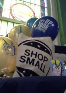 shop-small-1-balloons-shoping-bag-window